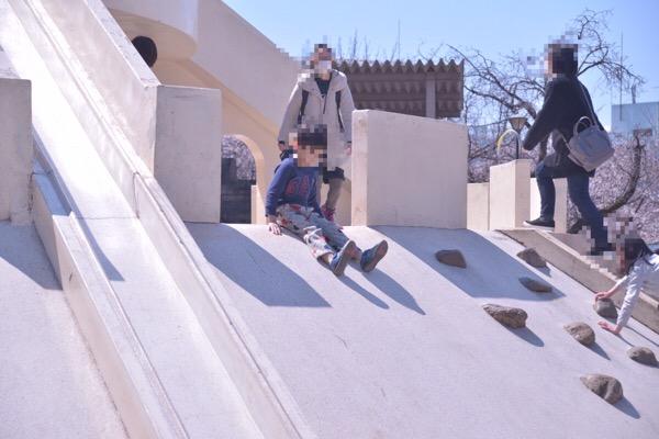 子供の遊んでいる写真