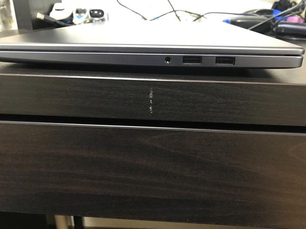 MeteBook D 15をよこから見た写真