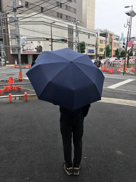 外で実際傘をさしたところ